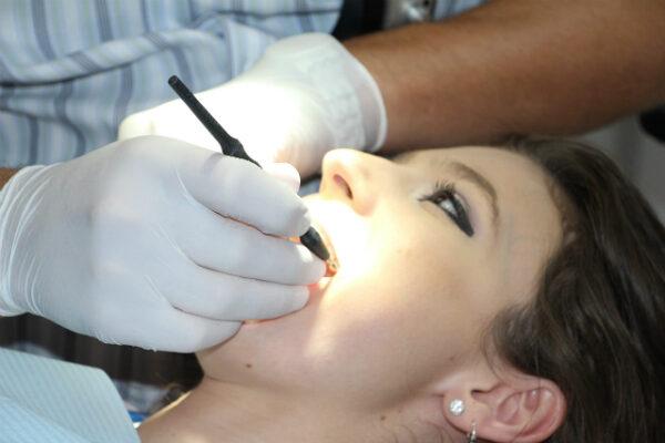 Нужно ли лечить зубы во время беременности?